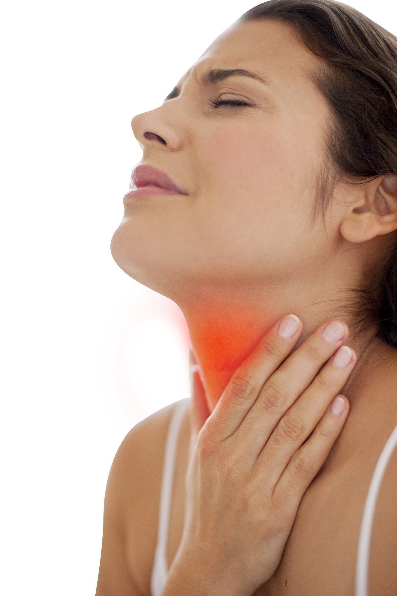 Khi bị viêm họng nặng, người bệnh cảm thấy rất khó chịu vì tình trạng sưng tấy, đỏ, nuốt đau